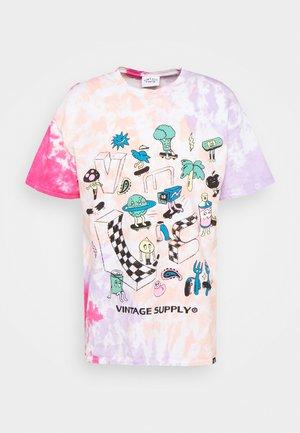 RETRO SKATE GRAPHIC TYE DYE TEE - Print T-shirt - pink