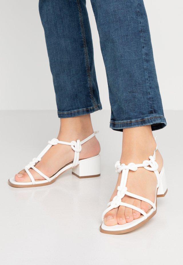 JIJI - Sandaalit nilkkaremmillä - white
