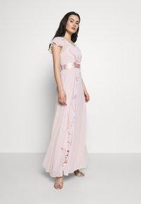 Dorothy Perkins - RILEY RUFFLE DETAIL SOFT SLEEVE MAXI DRESS - Společenské šaty - blush - 0