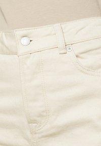 Selected Femme - SLFFRIDA MOM - Straight leg jeans - creme - 5