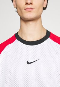 Nike Sportswear - Print T-shirt - white/university red/black - 5