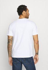 YAVI ARCHIE - MARBLE - Print T-shirt - white - 2