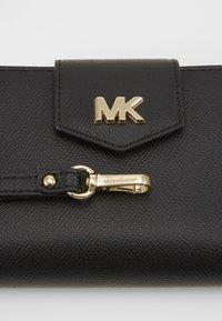 MICHAEL Michael Kors - SNAP WRISTLET - Wallet - black - 2