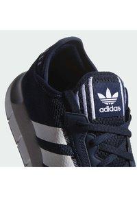adidas Originals - SWIFT UNISEX - Sneakers - conavy/ftwwht/cblack - 7