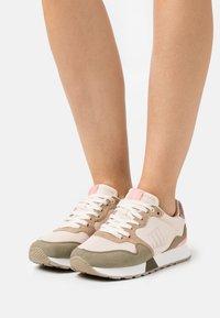 mtng - JOGGO - Sneakersy niskie - verde - 0