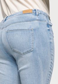 Vero Moda Curve - VMSOPHIA - Jeans Skinny Fit - light blue denim - 4