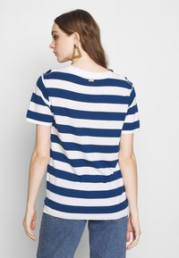 Scotch & Soda - REGULAR FIT STRIPED TEE WITH CHEST ARTWORK - Triko s potiskem - combo - 2