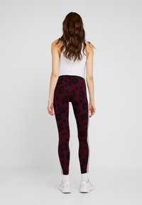 adidas Originals - BELLISTA ALLOVER PRINT TIGHT - Leggings - maroon black - 2