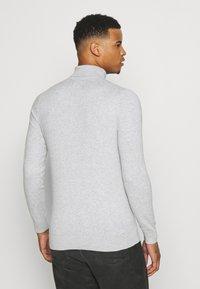 Burton Menswear London - FINE GAUGE ROLL  - Trui - light grey - 2