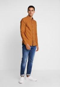 Farah - BREWER SLIM FIT - Shirt - spanish brown - 1