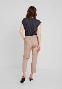 Opus - MELOSA PIN - Trousers - sandshell - 3
