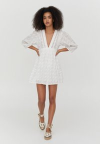 PULL&BEAR - MIT SPITZE - Day dress - white - 1