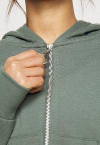 Even&Odd Petite - Zip-up hoodie - green - 5