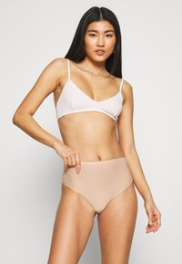 Chantelle - SOFTSTRETCH THONG - Thong - nude - 1