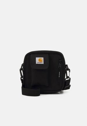 ESSENTIALS BAG SMALL UNISEX - Taška spříčným popruhem - black