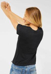 Cecil - MIT SMOK-DETAILS - Basic T-shirt - grau - 1