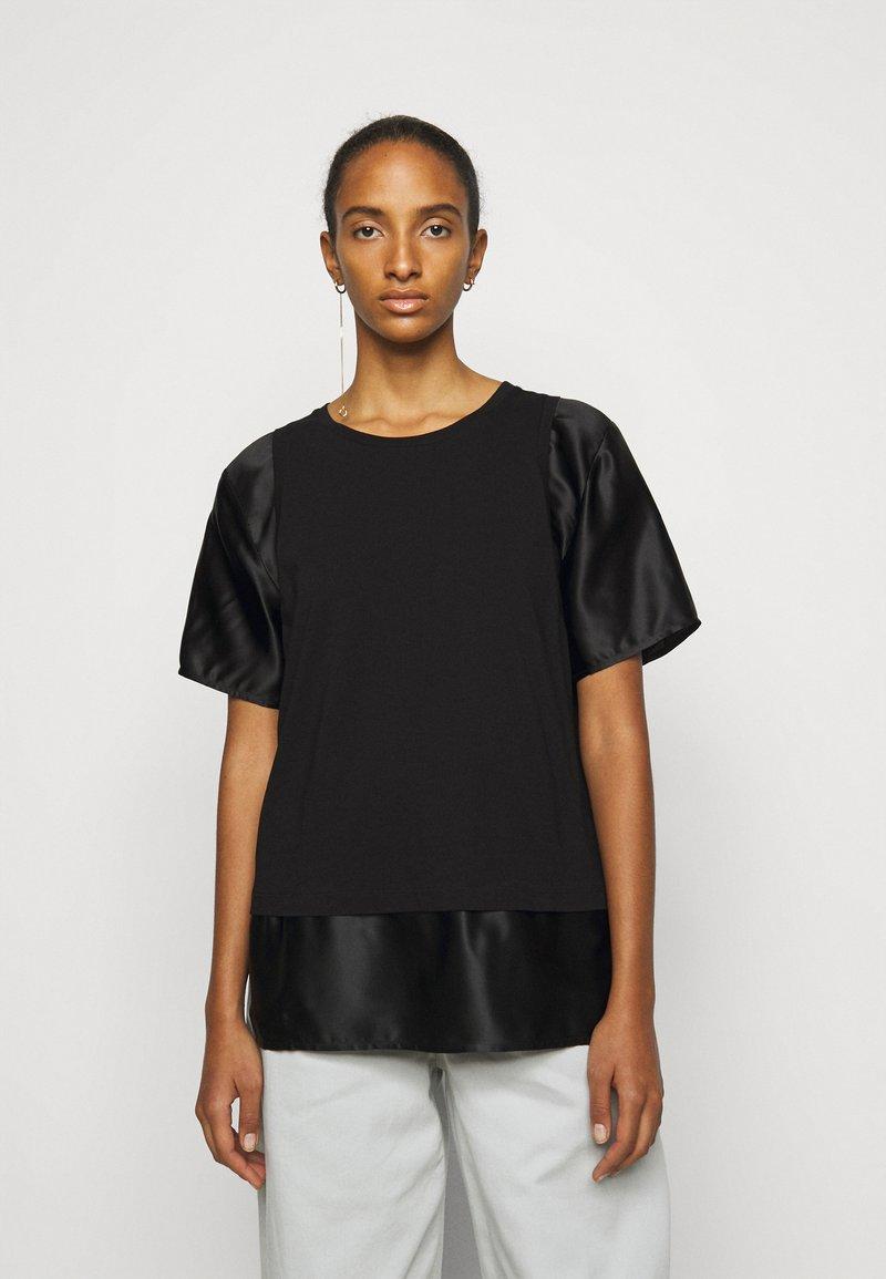 MM6 Maison Margiela - T-shirts med print - black