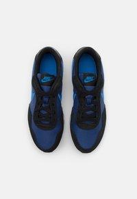 Nike Sportswear - VALIANT UNISEX - Sneakers laag - blue void/signal blue/black/white - 3
