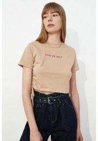 Trendyol - Print T-shirt - brown - 3