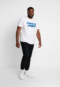 Levi's® Plus - BIG GRAPHIC TEE - T-shirt imprimé - indigo white - 1