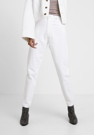 NORA - Relaxed fit jeans - white