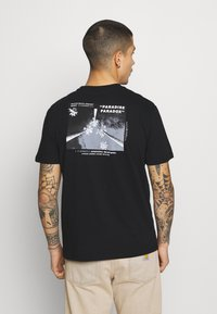 Only & Sons - ONSPASTE LIFE TEE - Print T-shirt - black - 0