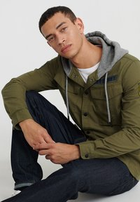 Superdry - UTILITY  - Summer jacket - army green - 3