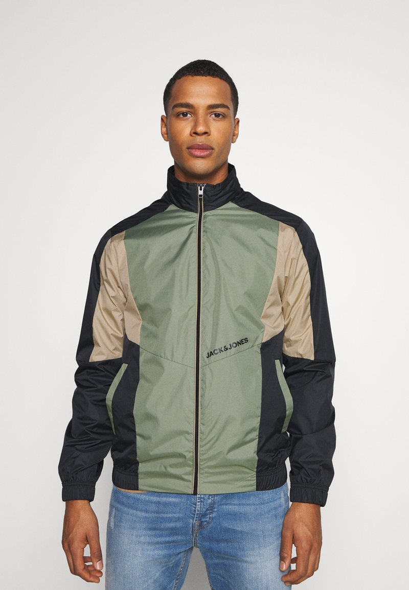 Jack & Jones - JORRODMAN BLOCKED TRACK JACKET - Kevyt takki - sea spray