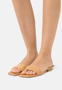 Cult Gaia - MAYA  - Pantofle - almond - 0