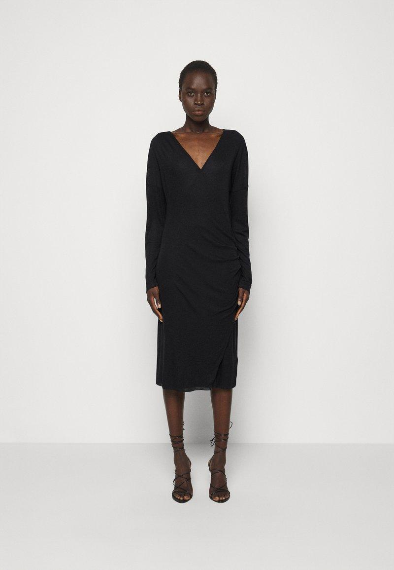 Filippa K - LEONIE WRAP DRESS - Žerzejové šaty - black