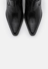 Bronx - LOW KOLE - Cowboy/biker ankle boot - black - 5