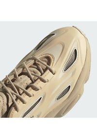 adidas Originals - OZWEEGO HELMET OPEN - Trainers - st pale nude/linen/light brown - 9