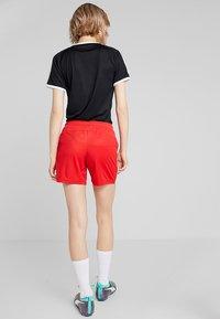 Puma - LIGA  - Pantalón corto de deporte - red/white - 2