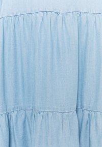 Vero Moda - VMVIVIANA SHORT TIERED - Denimové šaty - light blue - 2