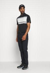 Nike Golf - DRY PLAYER STRIPE - Funkční triko - black/sail/sky grey/silver - 1