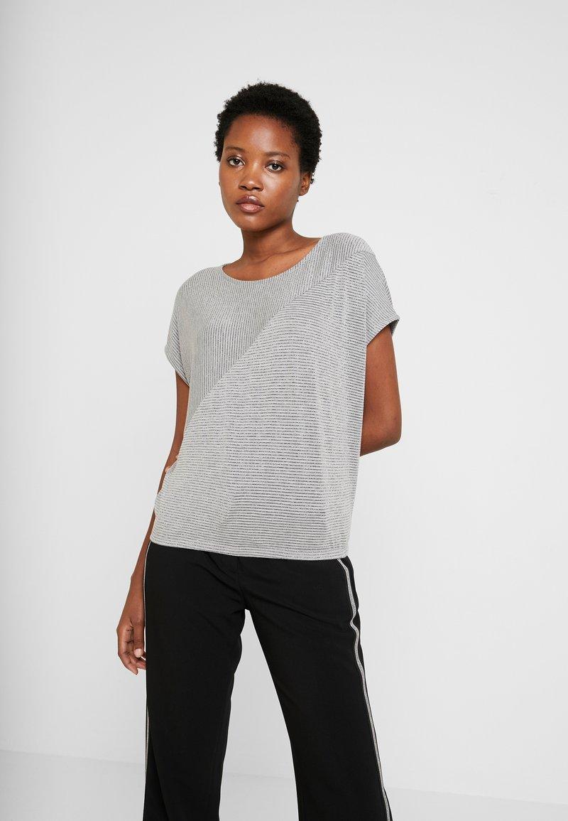 Opus - SANJI - Print T-shirt - hazy fog melange