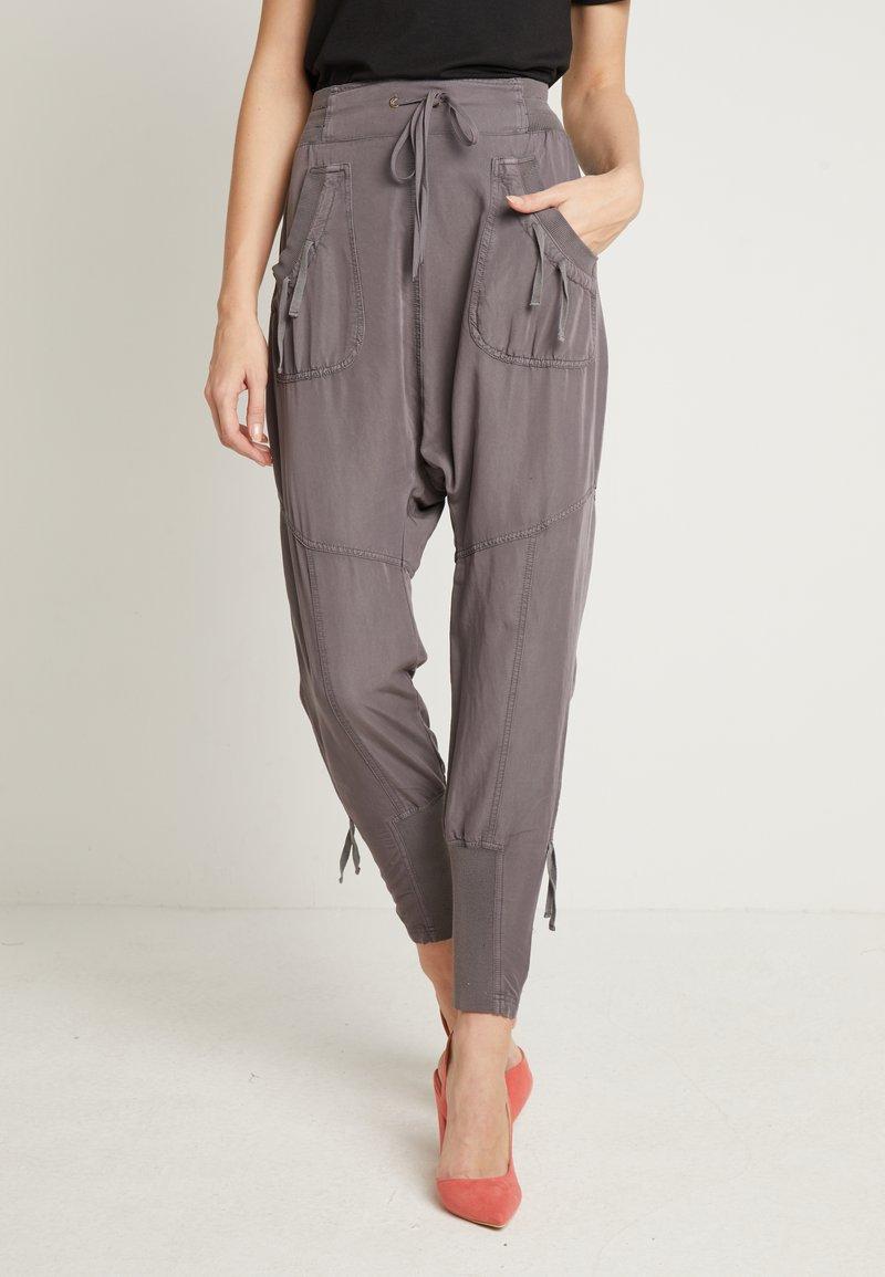 Cream - NANNA PANTS - Pantalon classique - pitch black