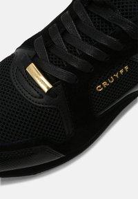 Cruyff - LUSSO - Trainers - black/gold - 4