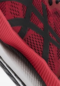 ASICS - GLIDERIDE - Neutral running shoes - speed red/black - 5