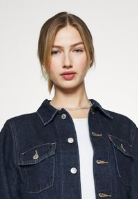 Levi's® - TAILORED TRUCKER - Veste en jean - allow me - 3