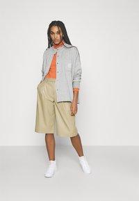 Nike Sportswear - FEMME - Zip-up hoodie - grey heather/matte silver/white - 1