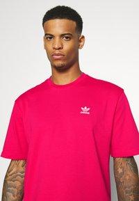 adidas Originals - TREFOIL TEE - Camiseta estampada - powpnk/white - 3