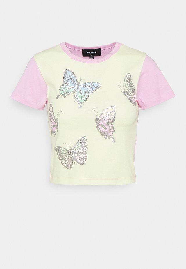 FANTASY BUTTERFLIES - T-shirts med print - multi