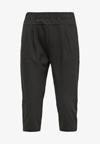 JILLIAN CAPRI PANTS - Shorts - black deep