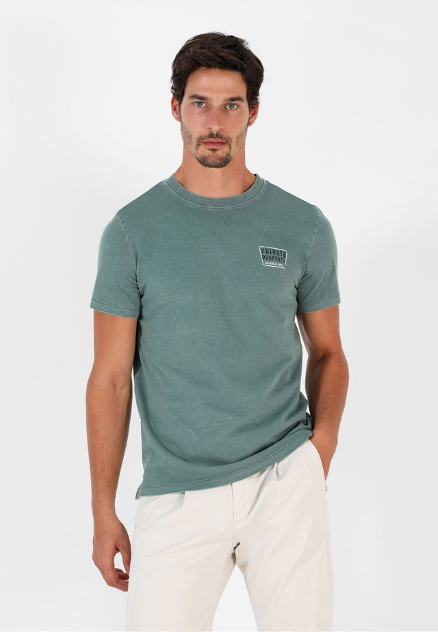 PRIVATE TEE - Camiseta estampada - green