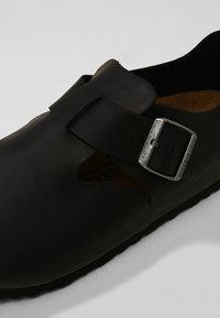 Birkenstock - LONDON NARROW - Nazouvací boty - black - 5