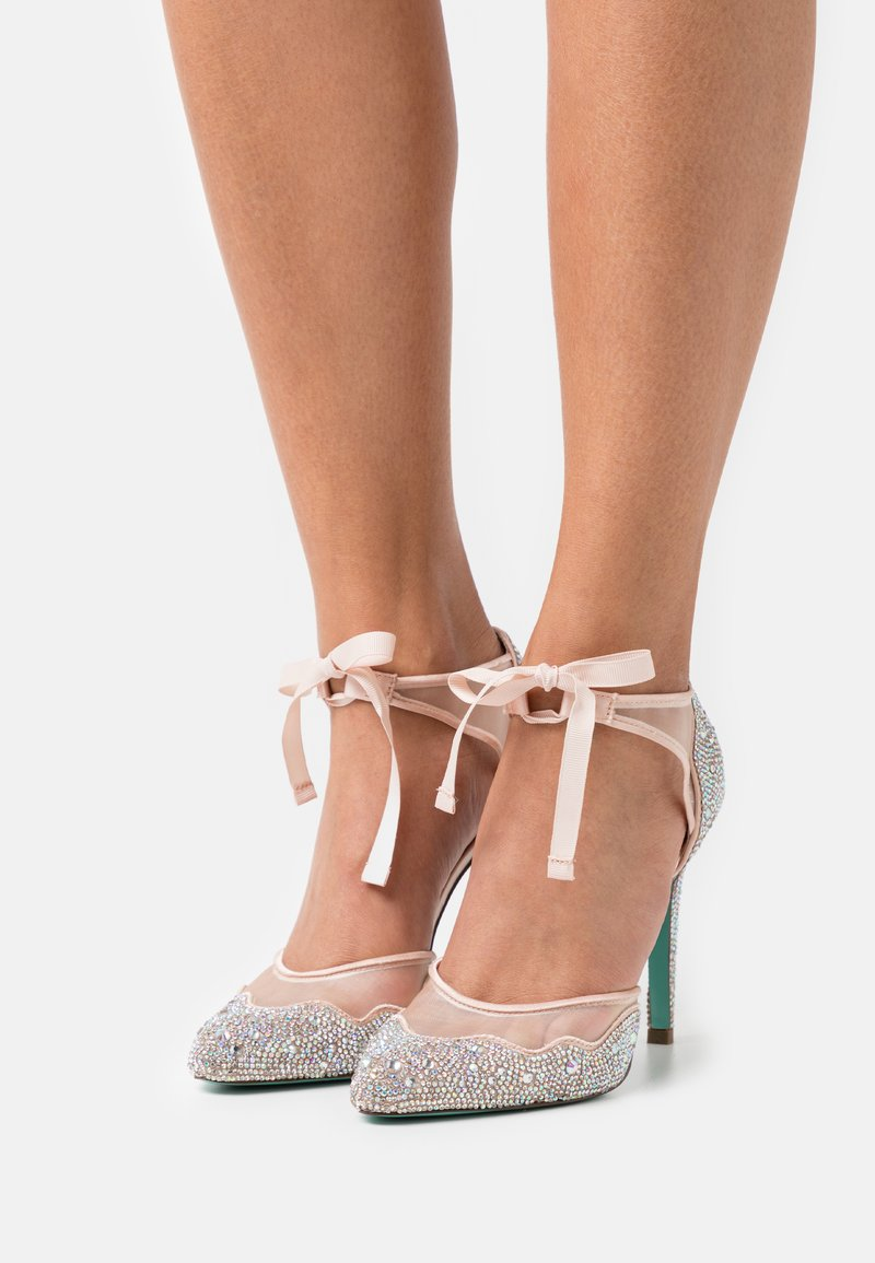 Blue by Betsey Johnson - IRIS - Tacones - champagne