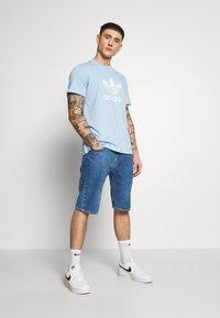 adidas Originals - TREFOIL UNISEX - T-shirts print - clesky - 1