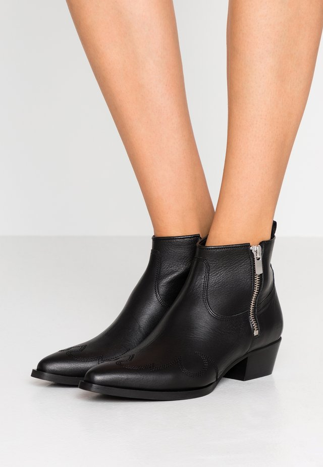 HOLLY GOLF - Ankle boots - black
