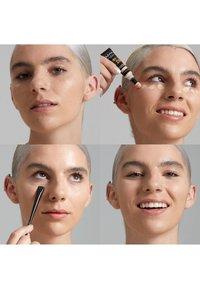 Nyx Professional Makeup - BORN TO GLOW RADIANT CONCEALER - Concealer - 06 vanilla - 2